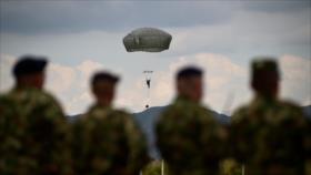 Ejercicios de paracaidismo EEUU-Colombia en desafío a Venezuela