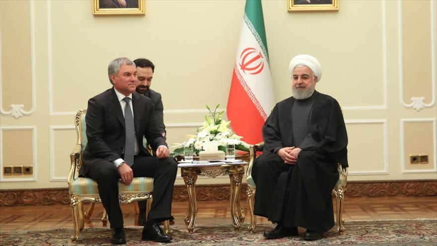 El presidente iraní, Hasan Rohani (dcha.), y el presidente de Duma estatal rusa, Viacheslav Volodin, en Teherán, 27 de enero de 2020. (Foto: President.ir)