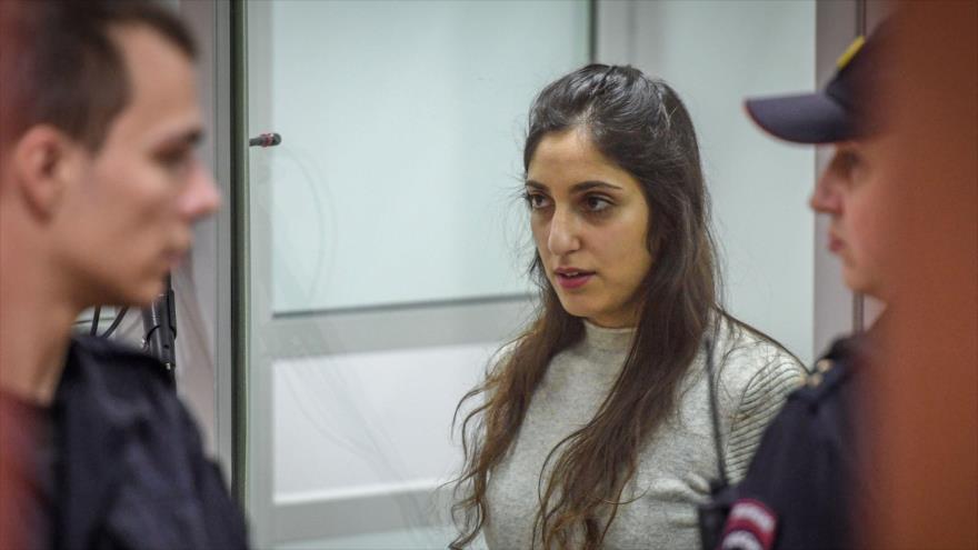 La israelí-estadounidense Naama Issachar, encarcelada por tráfico de drogas, asiste a su audiencia en Moscú,19 de diciembre de 2019. (Foto: AFP)