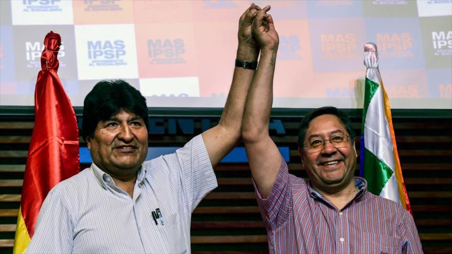 El depuesto presidente boliviano, Evo Morales (izq.), y el candidato presidencial del partido MAS, Luis Arce, Buenos Aires (capital argentina), 27 de enero de 2020. (Foto: AFP)