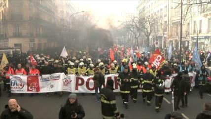 Bomberos franceses piden mejores condiciones de trabajo