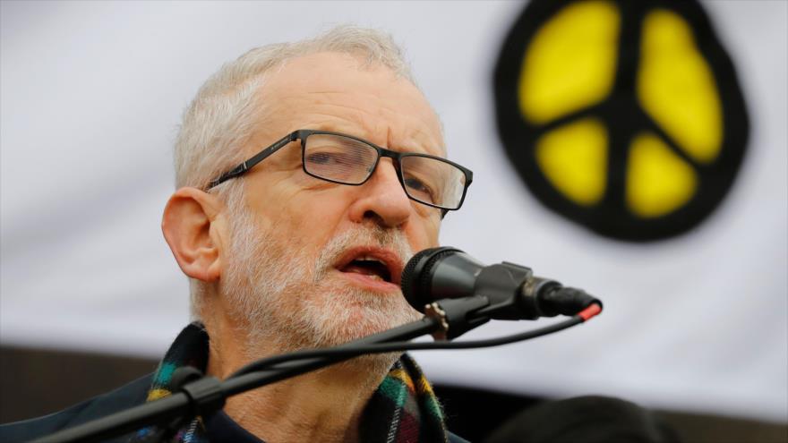 El líder del Partido Laborista (PL) británico, Jeremy Corbyn, habla en una congregación en Trafalgar Square, en el centro de Londres, 11 de enero de 2020. (Foto: AFP)