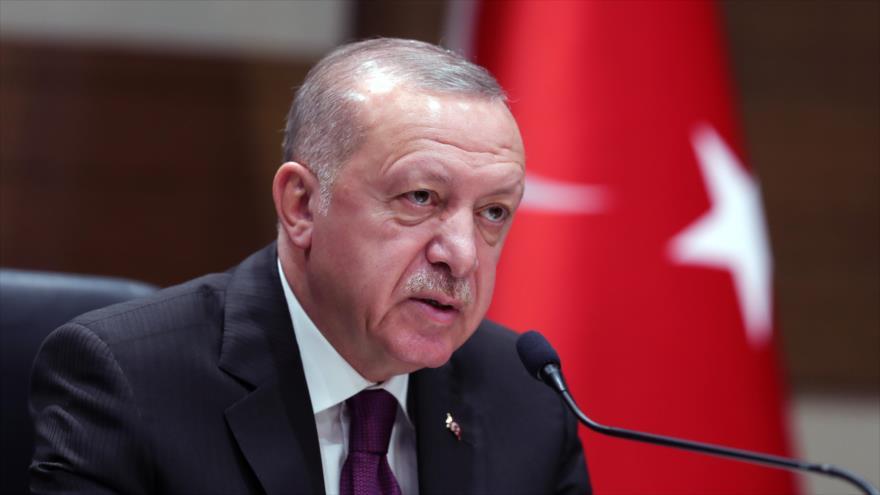 Presidente de Turquía, Recep Tayyip Erdogan, habla con la prensa, 26 de enero de 2020. (Foto: AFP)