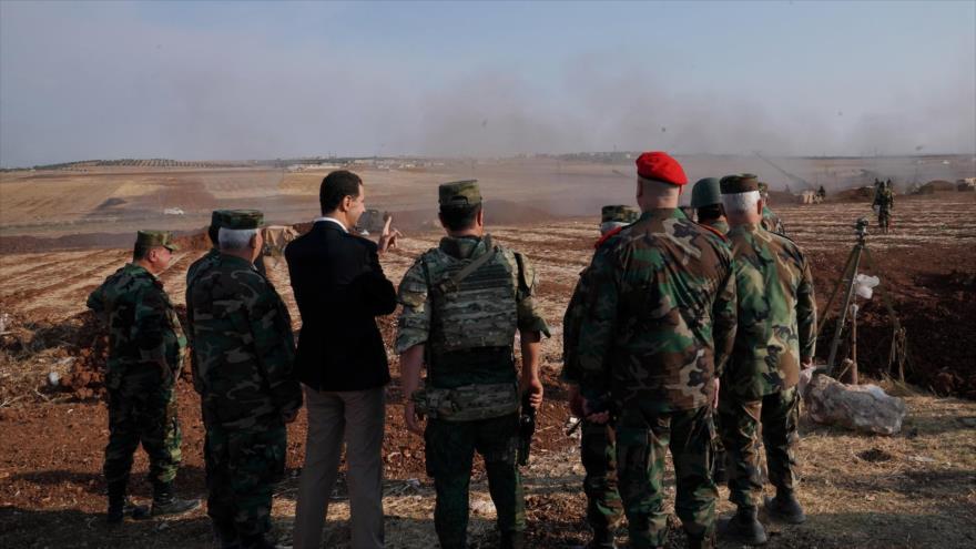 El presidente sirio, Bashar al-Asad, visita a las tropas del Ejército en la provincia de Idlib, 22 de octubre de 2019.