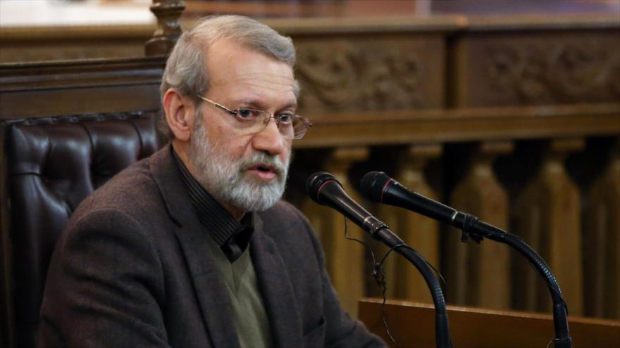 El presidente del Parlamento de Irán, Ali Lariyani, habla durante una conferencia de prensa en Teherán, 1 de diciembre de 2019. (Foto: AFP)