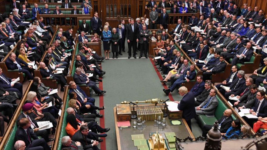 Diputados británicos y el primer ministro del país europeo, Boris Johnson, durante una sesión parlamentaria, 15 de enero de 2020. (Foto: AFP)