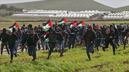 """Palestinos celebran """"viernesdeira"""" en protesta por plan de Trump"""