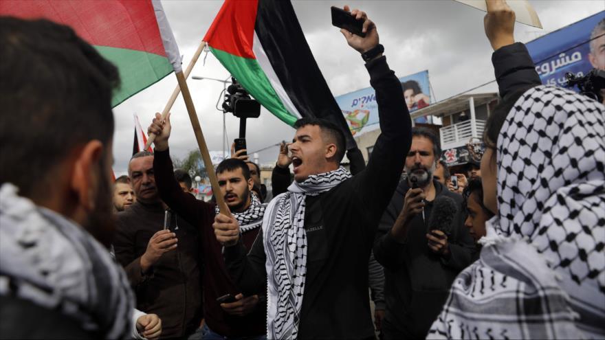 """Los palestinos se manifiestan contra el llamado """"acuerdo del siglo"""" en los territorios ocupados palestinos, 1 de febrero de 2020. (Foto: AFP)"""