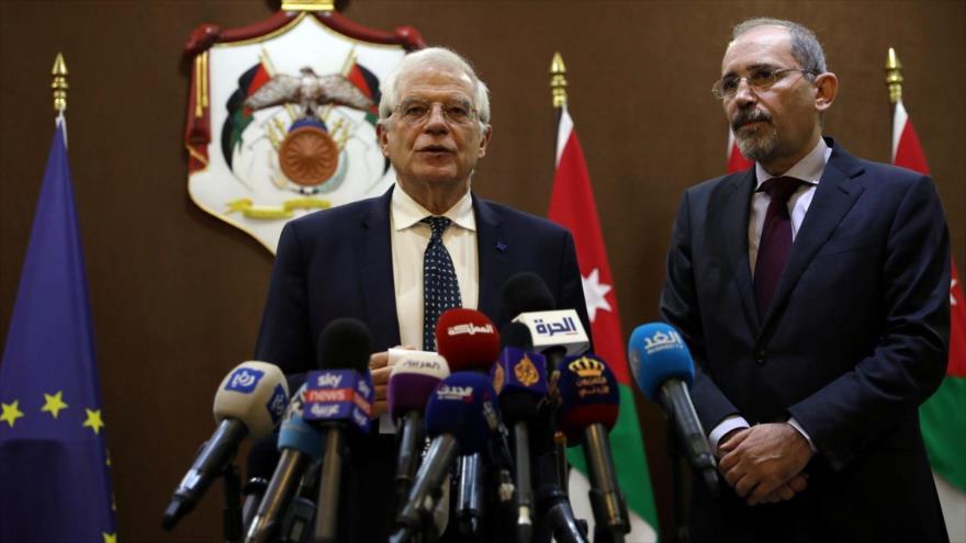 El jefe de la Diplomacia de la UE, Josep Borrell (izq.), junto al canciller jordano, Ayman al-Safadi, en Amán, 2 de febrero de 2020. (Foto: Reuters)