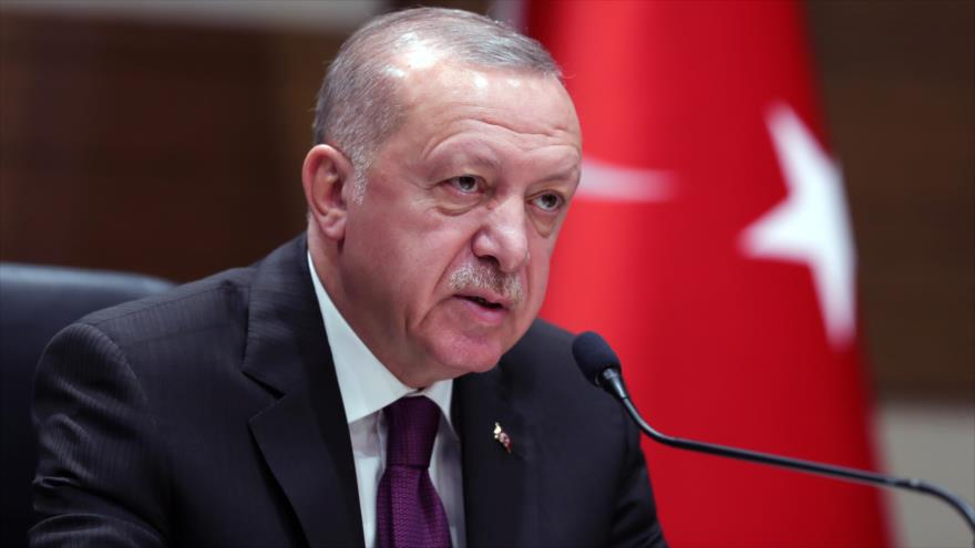 El presidente de Turquía, Recep Tayyip Erdogan, en una rueda de prensa en Estambul, 26 de enero de 2020. (Foto: AFP)