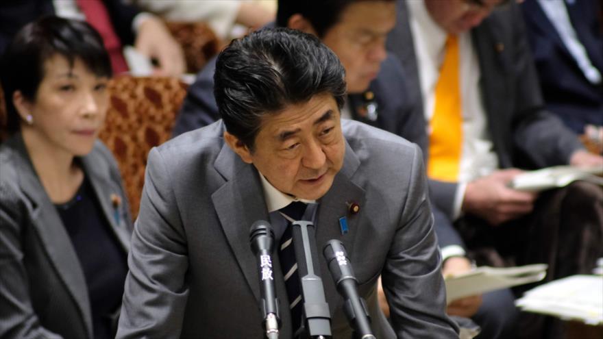 El primer ministro de Japón, Shinzo Abe, en una rueda de prensa en Tokio, 30 de enero de 2020. (Foto: AFP)