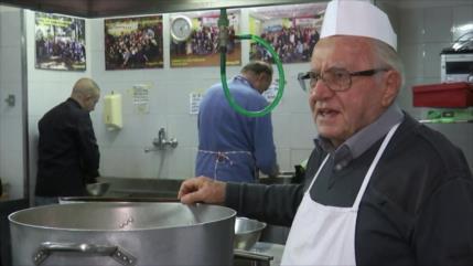 Un chef italiano cocina para los pobres sin techo