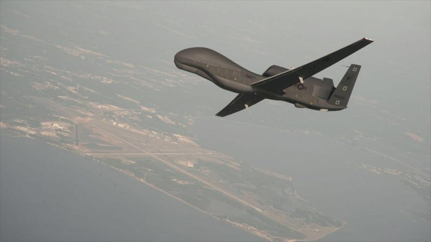 Dron de espía Global Hawk de la Fuerza Aérea de EE.UU. en pleno vuelo.
