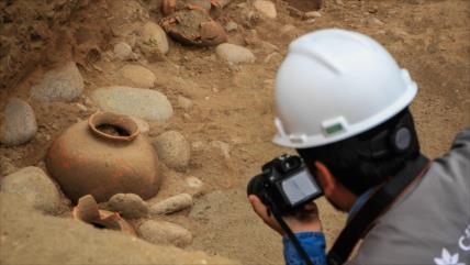 Vídeo y fotos: Descubren en Lima cementerio de hace 1800 años
