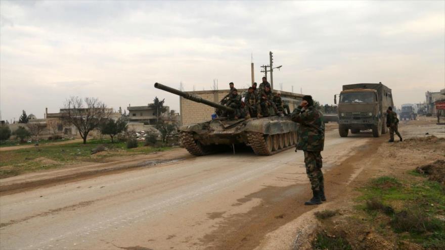 Soldados sirios en la ciudad de Tal Tukan en el este de la provincia de Idlib.