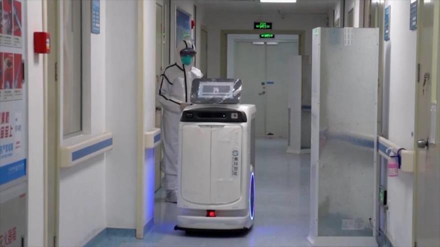 Vea cómo robots se unen a la lucha contra el coronavirus en China | HISPANTV