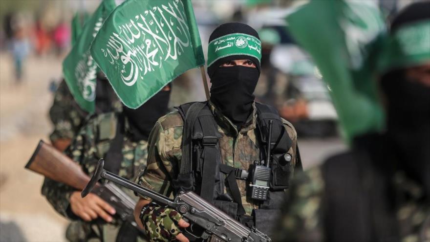 Combatientes de las Brigadas de Ezzedin al-Qasam, rama militar de HAMAS, participan en un desfile militar en Gaza, 20 de julio de 2017.