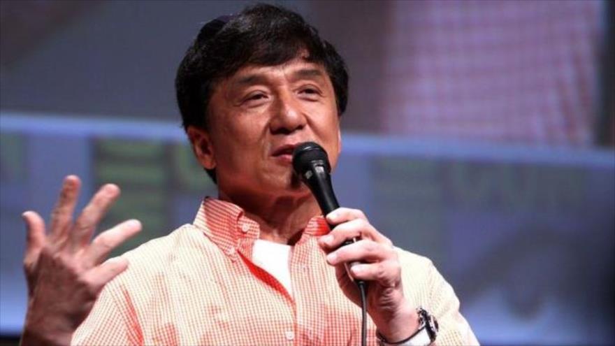 El actor Jackie Chan anuncia que ofrecerá 143 000 dólares a quien desarrolle y consiga crear un antídoto para contrarrestar el coronavirus.