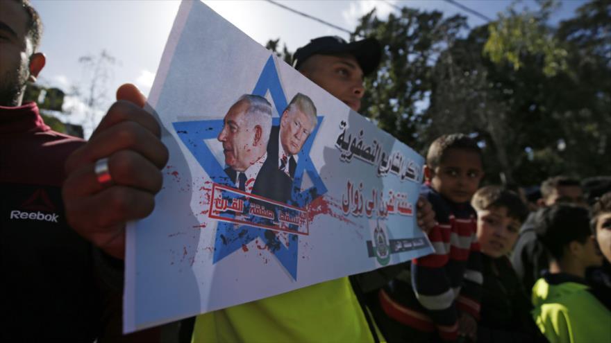 Manifestantes palestinos protestan contra el llamado 'acuerdo del siglo' ofrecido por EE.UU., en Gaza, 31 de enero de 2020. (Foto: AFP)