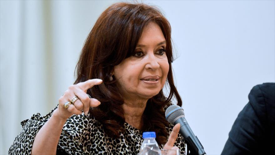 Fernández pide indagar préstamo 'ilegal' que recibió Macri del FMI | HISPANTV