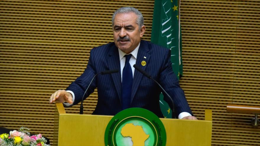 El premier palestino, Muhamad Shtayeh, ofrece un discurso en una sesión de la Unión Africana en Adís Abeba, 9 de febrero de 2020. (Foto: AFP)