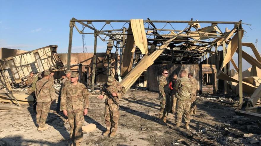 Parte de la base estadounidense de Al-Asad destruida por un ataque de misiles iraníes en la provincia de Al-Anbar, Irak.