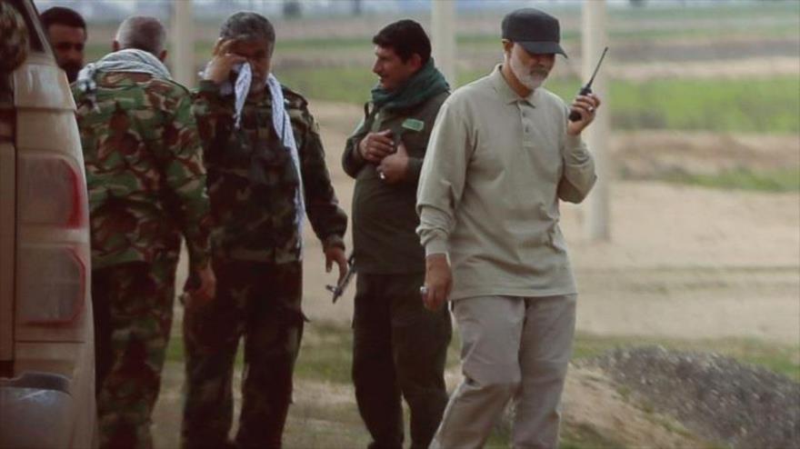 El teniente general Qasem Soleimani (dcha.), comandante de la Fuerza Quds del CGRI de Irán, durante una operación antiterrorista en Irak en 2015.
