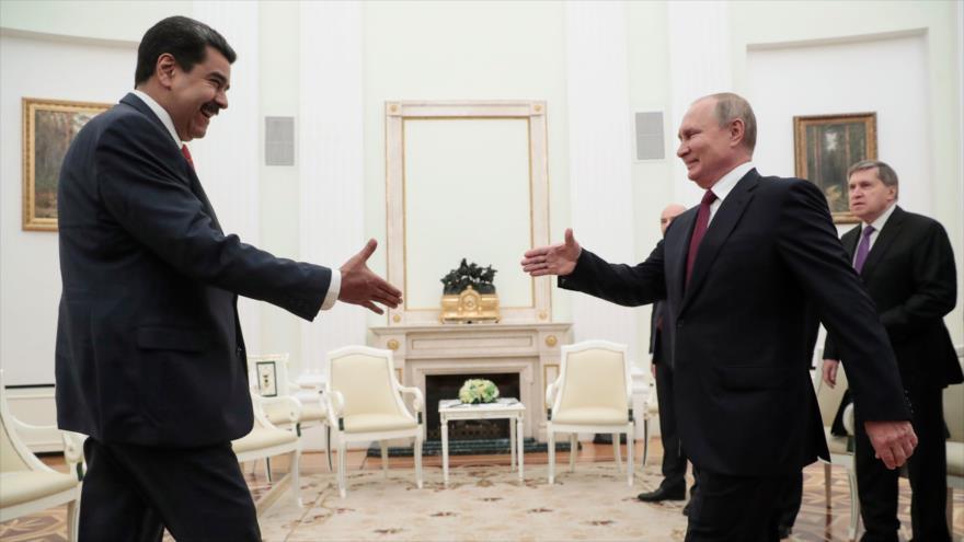 Presidente ruso, Vladimir Putin (dcha.), y su par venezolano, Nicolás Maduro, durante una reunión en Moscú, 25 de septiembre de 2019. (Foto: AFP)