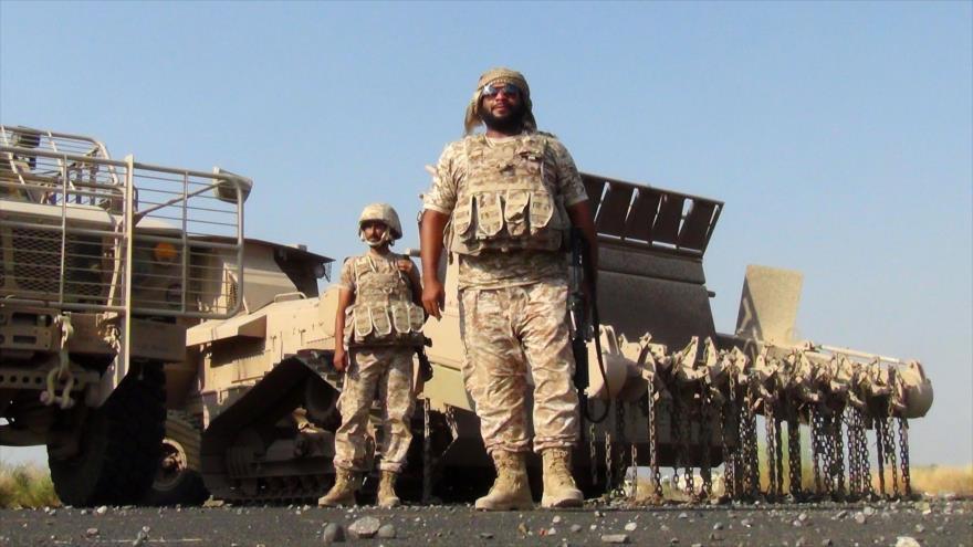 Soldados emiratíes desplegados en la base aérea de Al-Anad, en el suroeste de la provincia yemení de Lahach, 4 de octubre de 2015. (Foto: AFP)