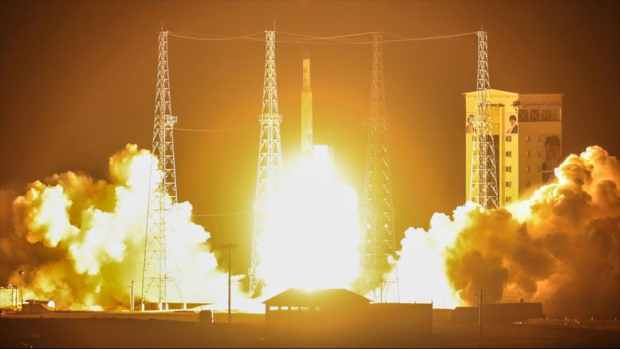 Momentos del lanzamiento al espacio del satélite Zafar por el cohete portador del satélite Simorg (fénix), 9 de febrero de 2020. (Foto: AFP)