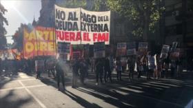 Argentinos: '¡Fuera FMI de Argentina y de toda América Latina!'