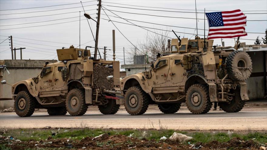 Vídeo: Sirios disparan contra convoy militar de EEUU en Al-Hasaka