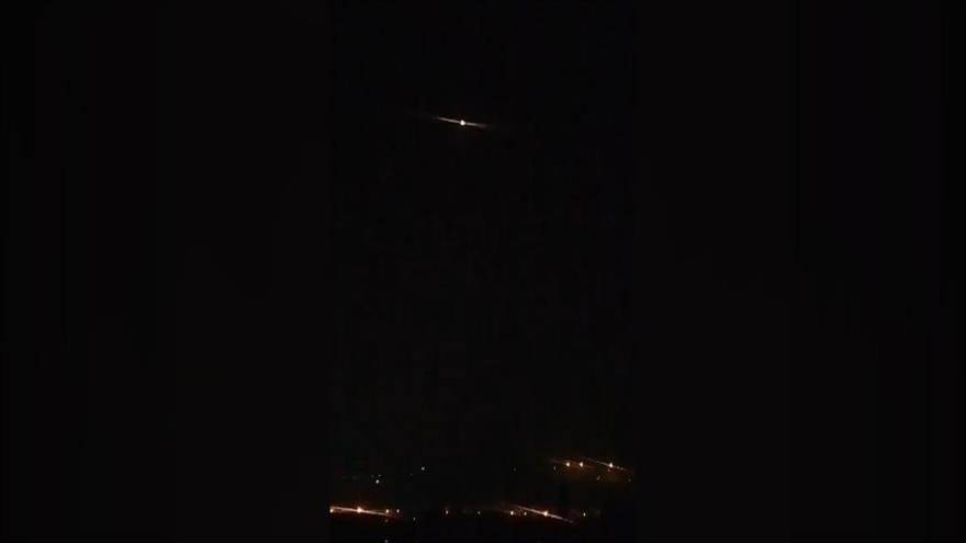 Sistema antiaéreo sirio intercepta misiles israelíes sobre Damasco