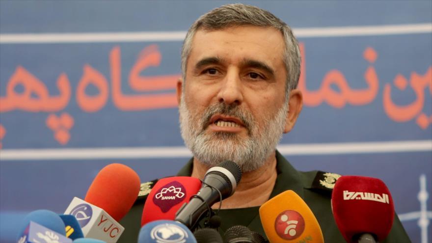 El comandante de la División Aeroespacial del CGRI de Irán, el general de brigada Amir Ali Hayizade, durante una rueda de prensa.