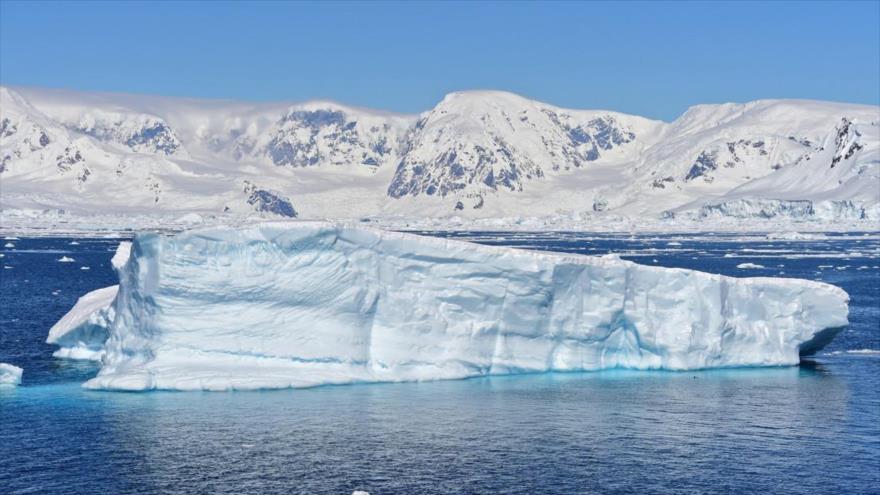 Glaciar en la bahía Chiriguano, en las islas Shetland del Sur, Antártida.
