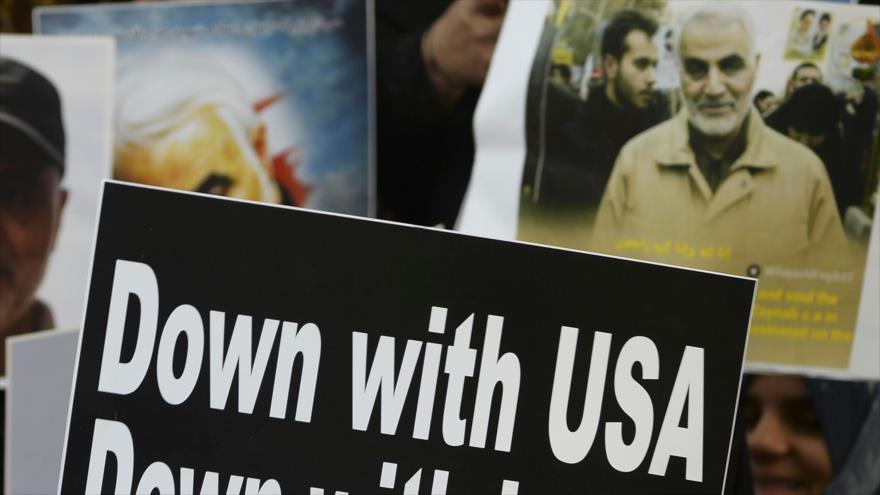 Manifestantes sostienen pancartas para condenar el asesinato del teniente general iraní Qasem Soleimani por EE.UU., Nueva Delhi, 12 de enero de 2020. (Foto: AFP)