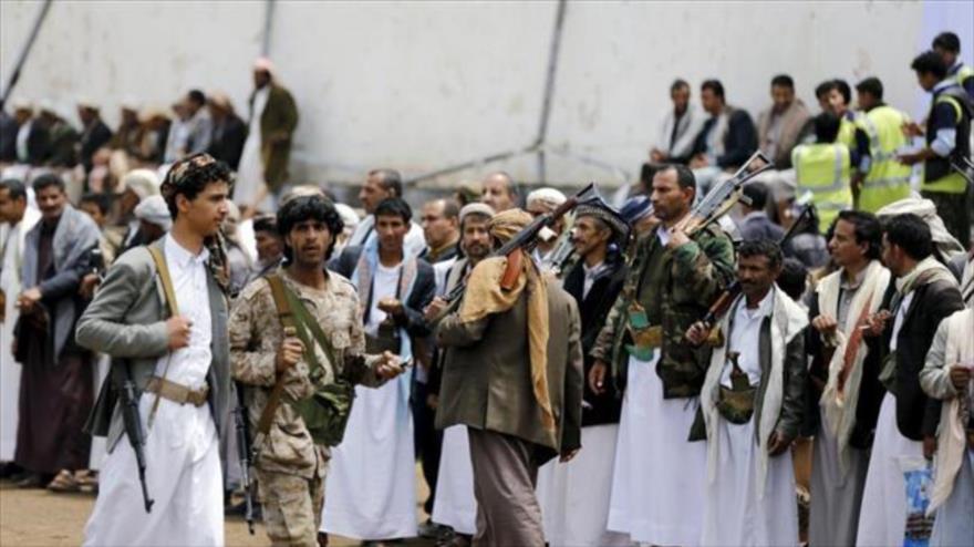 Combatientes del movimiento poular yemení Ansarolá en un desfile en Saná, la capital.