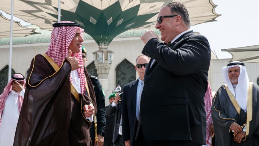 El ministro de Estado de Asuntos Exteriores saudí, Adel al-Yubeir, reunido con el secretario de Estado de EE.UU., en Yeda, 24 de enero de 2019. (Foto: AFP)