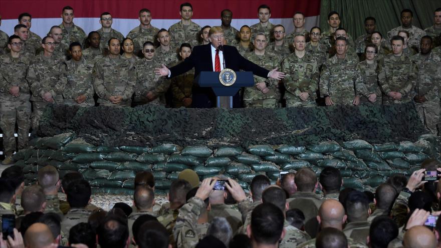 El presidente de EE.UU., Donald Trump, visita una base aérea en Afganistán, 28 de noviembre de 2019. (Foto: AFP)