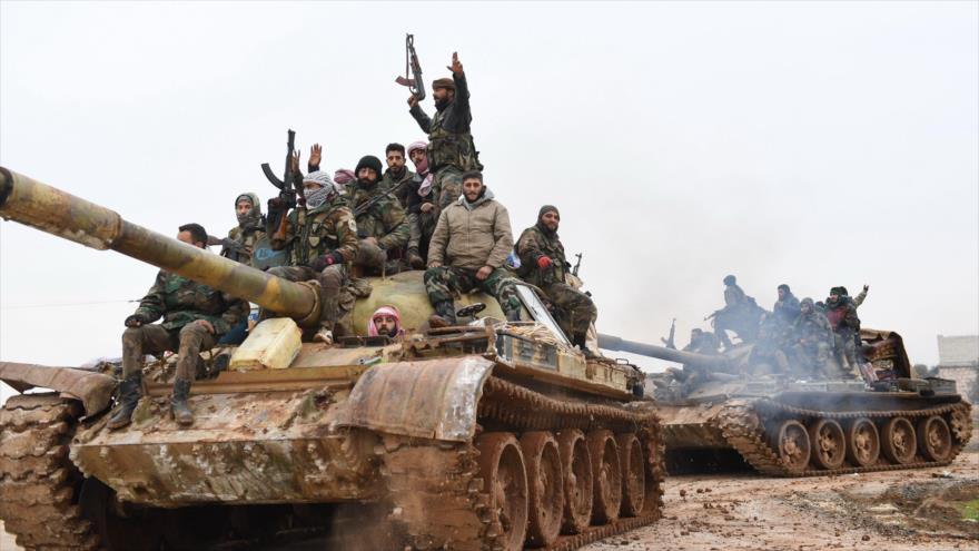 Tropas del Ejército sirio avanzan hacia las áreas controladas por los terroristas en la provincia de Alepo, 12 de febrero de 2020. (Foto: AFP)