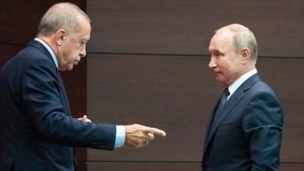 Turquía entre tensiones con Rusia y choques con Ejército sirio