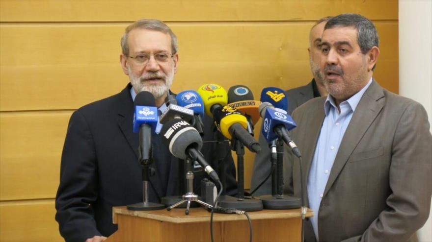 El presidente del Parlamento iraní, Ali Lariyani, da una rueda de prensa a su llegada al aeropuerto internacional de Beirut, la capital libanesa, 16 de febrero de 2020.
