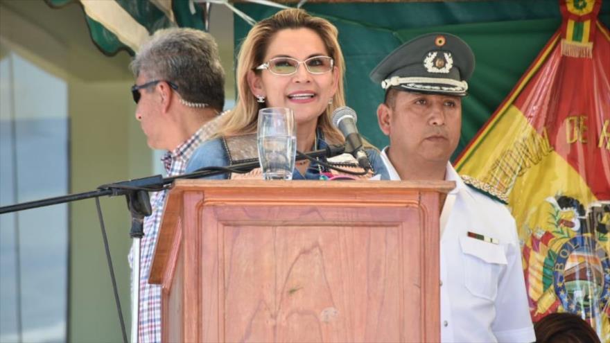 """La autoproclamada """"presidenta interina"""" de Bolivia, Jeanine Áñez, en un acto público en la ciudad de Monteagudo, 14 de febrero de 2020. (Foto: ABI)"""