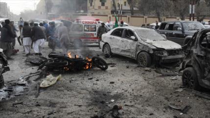 Atentado suicida deja unos 10 muertos y 35 heridos en Paquistán