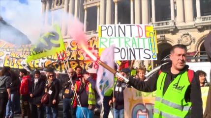 Cientos de franceses se manifiestan contra reforma de pensiones