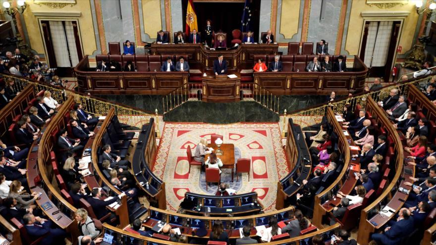 El presidente del Gobierno español, el socialista Pedro Sánchez, habla en el Congreso de los Diputados, 7 de enero de 2020. (Foto: AFP)