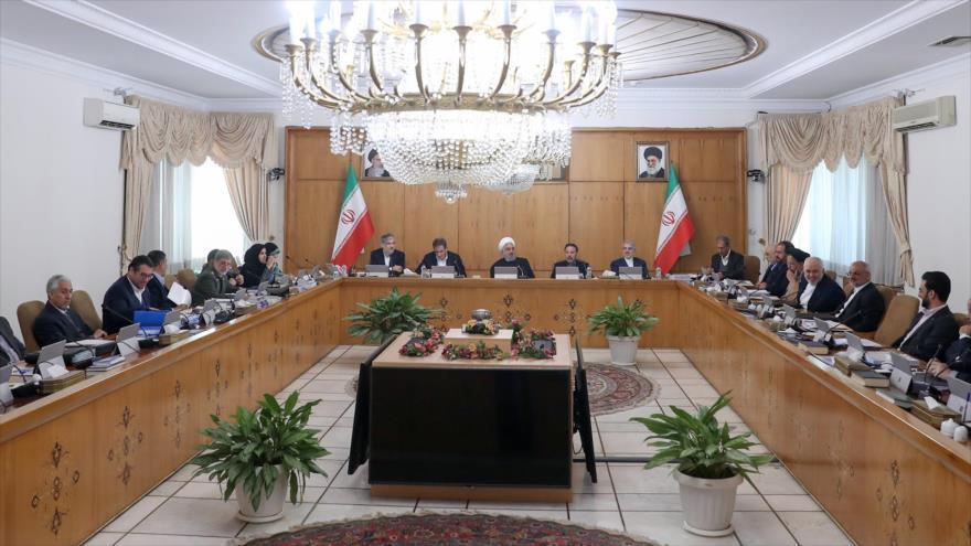 Rohani llama a presencia en legislativas y urge a romper sanciones