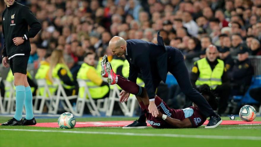 Vídeo: Zidane recibe una patada en el partido contra el Celta