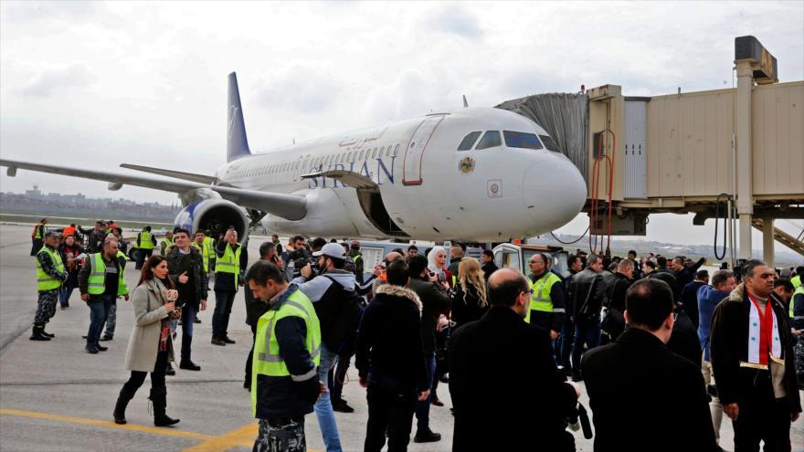 Vídeo: Primer vuelo civil en 8 años llega al aeropuerto de Alepo | HISPANTV