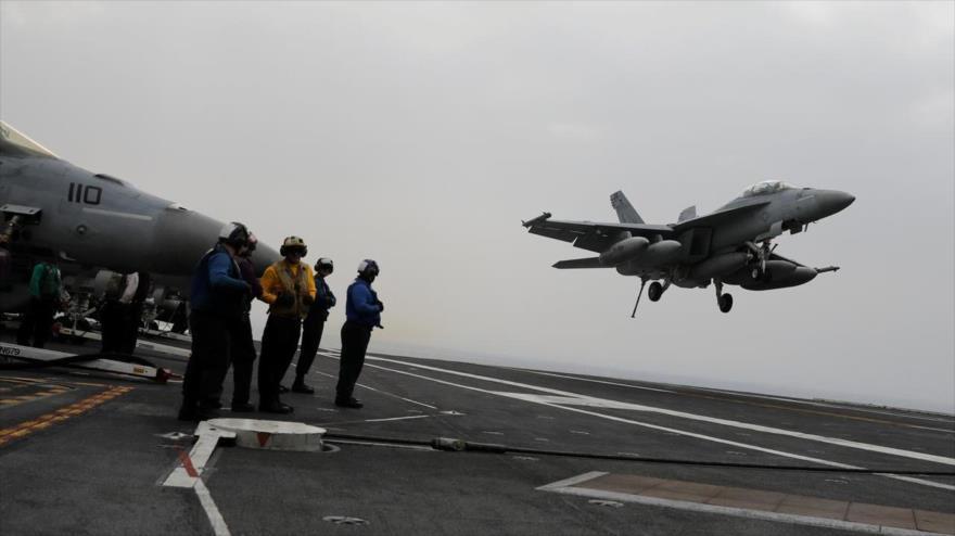 Un caza estadounidense F-18 despega desde el portaviones USS Harry S. Truman en el mar Mediterráneo, 4 de mayo de 2018. (Foto: Reuters)